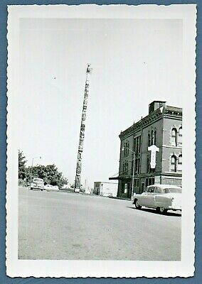 Vintage Foto Snapshot ca.1950s Totem Pole in Downtown Ältere Gebäude Wa Staat?