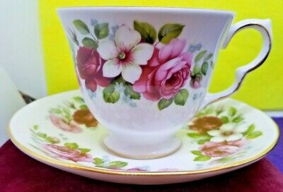 Vintage Collector Queen Anne Bone China England Teacup Saucer Pattern 8644 Roses
