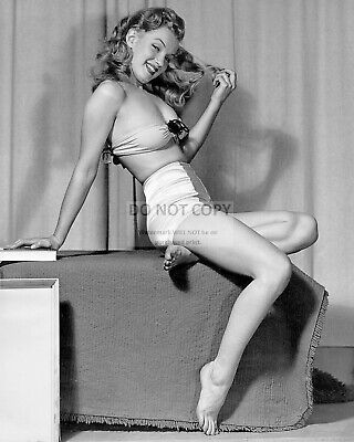 Marilyn Monroe Iconic Sex Symbol & Actress Pin Up - 8X10 Publicity Photo (Cp025)