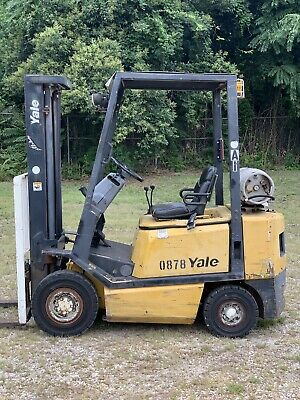 2005 Yale 4000 forklift Solid Pneumatic tires  2 Stage LP GLP040