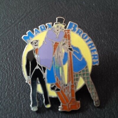 Pin badge pin's Marx brothers chanteur singer celebrity music démons merveilles