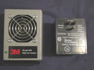 3M 960 Mini Air Ionizer with power supply & cable.