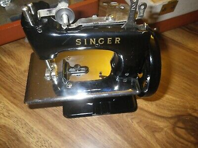 VINTAGE SINGER 20 SEWHANDY TOY CHILD SMALL SEWING MACHINE 1940's-50's