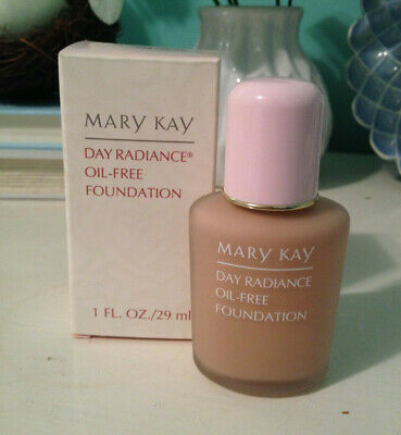 MARY KAY Day Radiance OIL-FREE Foundation in DELICATE BEIGE--RARE, HARD TO FIND