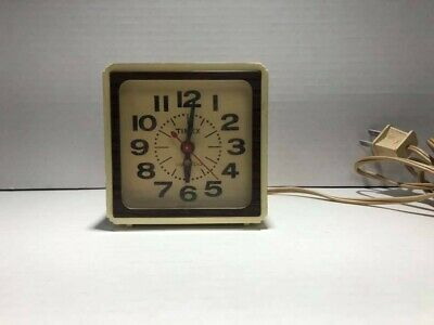 Vintage Timex Lighted Dial Alarm Clock Made in the U.S.A. (Working)