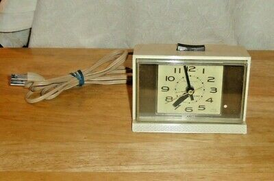 Vintage Ge General Electric Lighted Dial Alarm Clock Model 7365-5A