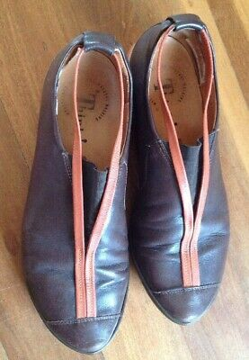Think  Size 39 Leather Walking Comfort Shoes