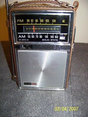 Vintage General Electric 7-2877H Two-Way Power AC Battery Portable AM/FM Radio