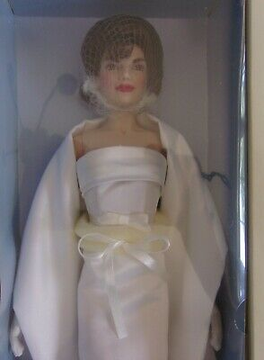 THE JACKIE KENNEDY DOLL w/4 OUTFITS FRANKLIN MINT w/COA NRFB