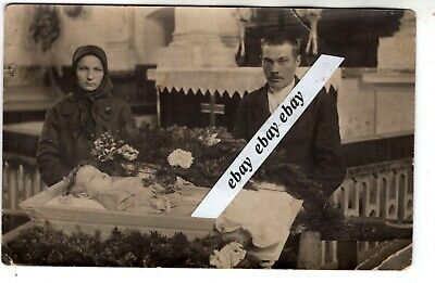 early 1900 BABY POST MORTEM OPEN SMALL COFFIN ANTIQUE ORIGINAL PHOTO EUROPEAN