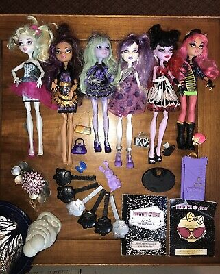 Lot of 6 Monster High Dolls Clothes Shoes Accessories Books Pets Jewelry Brushes