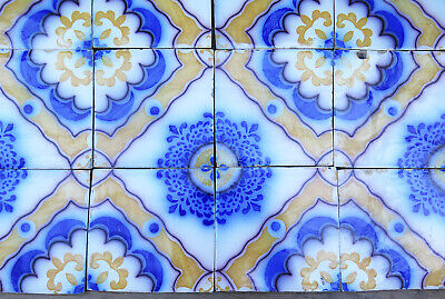 31 19th CENTURY FRENCH DESVRES BLUE AND YELLOW CERAMIC TILES