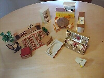 VINTAGE MID CENTURY TOMY SMALLER HOMES DOLLHOUSE FURNITURE kitchen bathroom