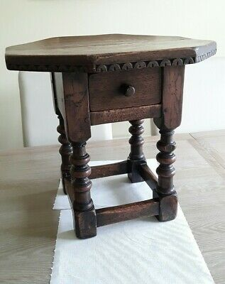 Lovely Victorian  Small Side Table. Good Condition.