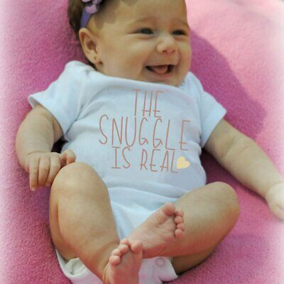 Baby-Kurzarm-Strampler THE SNUGGLE IS REAL Printed Newborn Infant Bodysuit