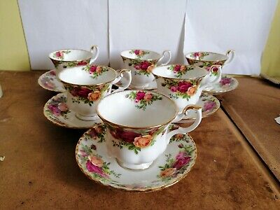 """A set of 6 Royal Albert """"Old Country Roses"""" Tea cups & saucers"""