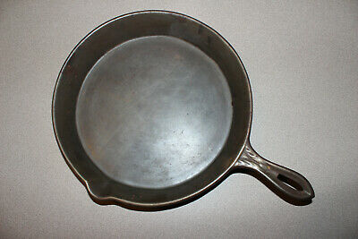Gate Mark Cast Iron # 9 Skillet w/ Ornate Handle ** Sits Flat ** Single Spout