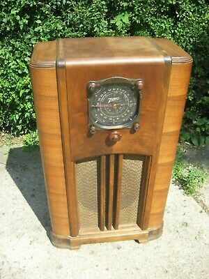 Kutztown DELIV ; ZENITH 6s152 Black dial console radio - plays