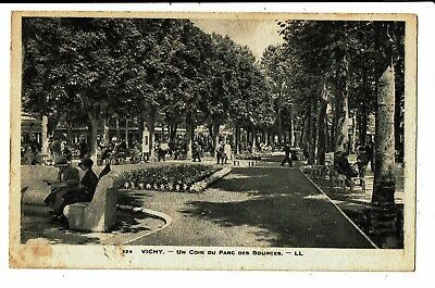 CPA - Carte Postale FRANCE -Vichy- Un coin du Parc des sources en 1933- VM5611