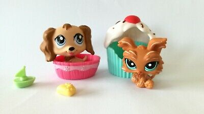 LPS Littlest Pet Shop dogs #1318 Spaniel and #1407 Yorkie figures with cupcake