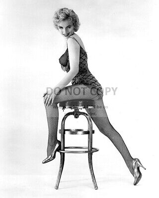 Marilyn Monroe Iconic Sex Symbol & Actress - 8X10 Publicity Photo (Sp218)