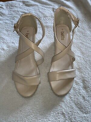 Ladies Betts Wedges, Beige/nude Size 6, Love heart Charm Feature