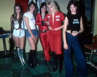"""CHERIE CURRIE AND LITA FORD OF /""""THE RUNAWAYS/"""" WW154 8X10 PUBLICITY PHOTO"""