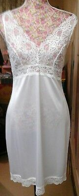 ST MICHAEL 1990s WHITE SLIP WITH LACE DETAIL SIZE 10/12 GREAT CONDITION