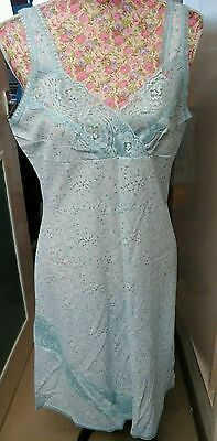 VINTAGE LADIES PASTEL BLUE SLIP WITH LACE DETAIL SIZE 16 70/80s GREAT CONDITION