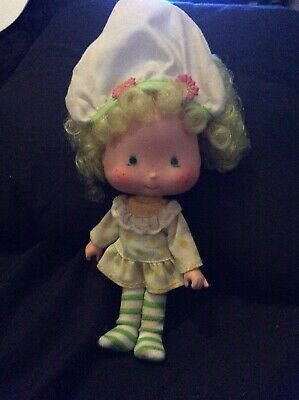 vintage rare strawberry shortcake doll collectable fair hair striped stockings