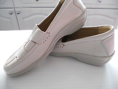 ladies slip-on leather shoes size 8 beige hardly worn Gemini low wedge