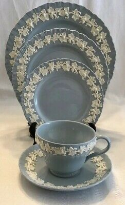 WEDGWOOD QUEENSWARE Shell Edge Cream On Lavender 5 PC. PLACE SETTING Plates Cup