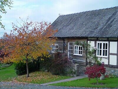 5 star romantic self catering holiday cottage near Montgomery Mid Wales