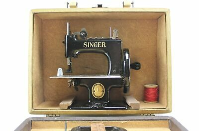 "Vintage 7"" Singer Sewing Machine Black Metal Childs Handcrank Toy & Box & Clamp"