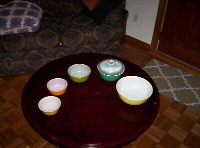 Vintage Fire King  Pyrex Nesting Mixing Bowls Set of 5 + 1 Lid Anchor Hocking