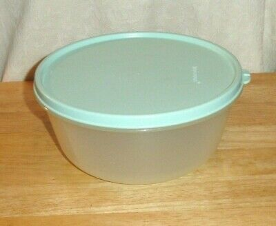 Tupperware Storage Bowl Holds 6.25 Cups With Mint Green Seal #1700