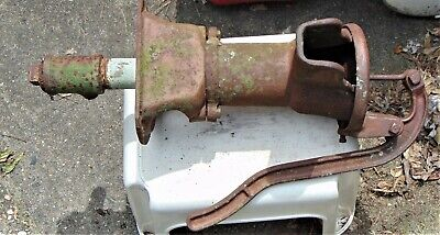 Vintage WL Davey Primitive Cast Iron Hand Crank Well Water Pump Garden Decor