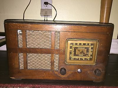 Vintage CROSLEY FIVER MODEL 52TH Tabletop Radio - working - some top scratching