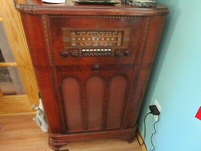 VINTAGE RCA Victor 1939 Model K81 Console TUBE Radio Tubes Antenna Wooden Case