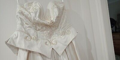 Pre-loved vintage style wedding dress in ivory size 12 with accessories
