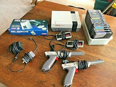 Nintendo Entertainment System Console 2 Controllers 2 Zappers Satellite 19 games