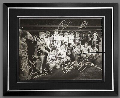 SPURS 1984 Photo SIGNED BY 12 PLAYERS FRAMED FOR AMAZING PRICE £75