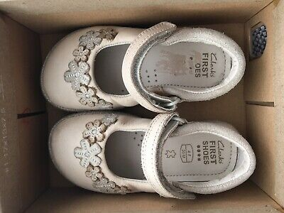 Girls Clark's First Shoes infant size 4F Eur20 Hardly Used Leather Beige