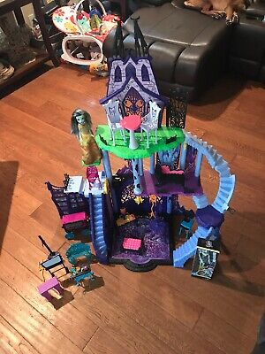 Monster High Huge Lot Freaky Fusion Catacombs Castle Furniture Dolls & More