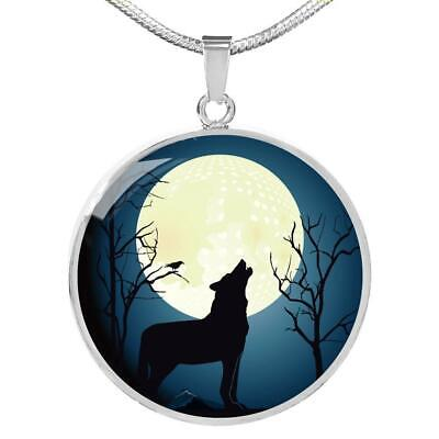 Howling at The Moon Night Awesome Wolf Circle Pendant Necklace Stainless Steel o