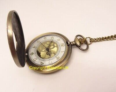 Quartz Pocket Watch With Metal Case Chain and Classic Dial