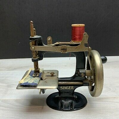 Early Antique Singer Sewhandy Child Hand Crank Sewing Machine 1920s's Toy