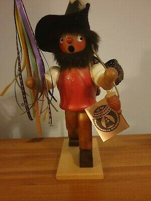 holzkunst chr.vibricht wooden smoking figure very old  in very good condition