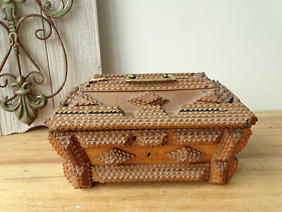 T6360 Little Old Box Tramp Type Box Hand-Carved Wood Little Box um 1890
