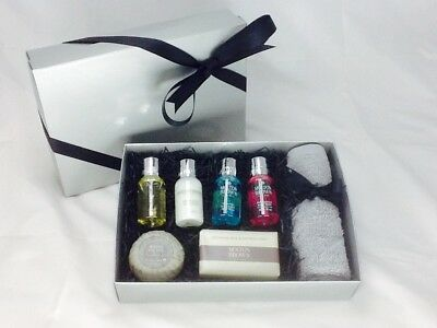 Molton Brown Silver Flannel & Soap Gift Set B/N